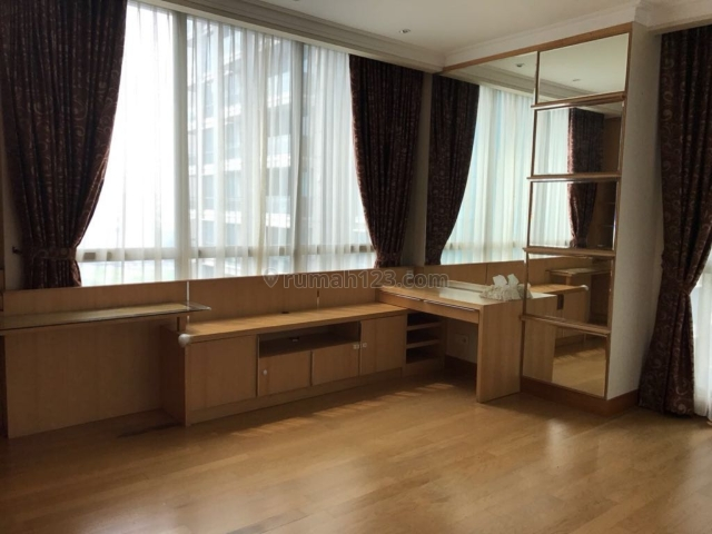 Residence 8 tipe 2+1br 133m2 Semi furnish low zone view s pool & city, Senopati, Jakarta Selatan