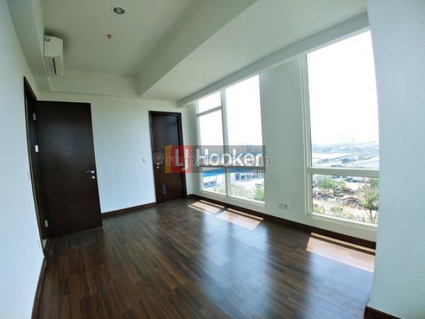Unit. Apt Kensington Royal Suites Semi Furnished Siap Sewa, Kelapa Gading, Jakarta Utara