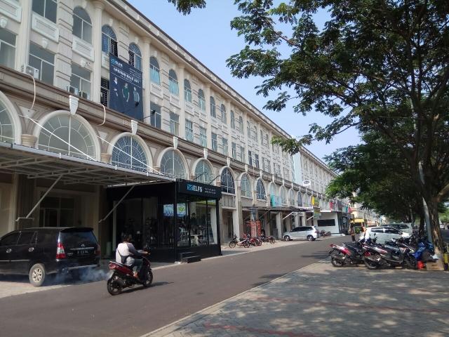 ruko  cordoba blok d cocok buat laundry, office, bank. untuk informasi lebih lanjut silahkan hubungi yuling Di 0852-1307-2852, Green Lake City, Jakarta Barat