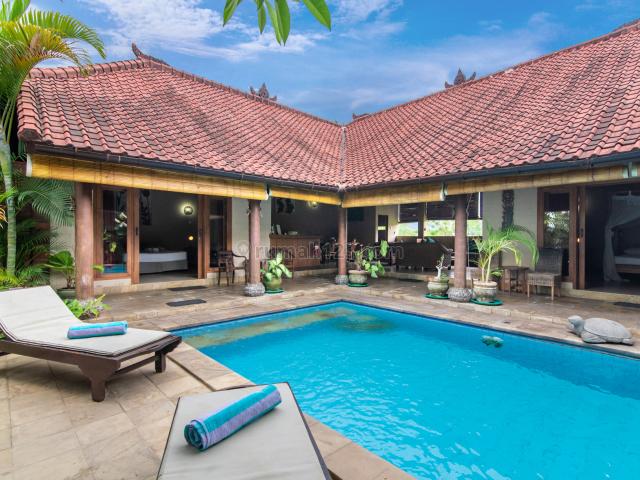 C13-Kompleks Villa Pinggir Pantai, Lovina, Buleleng
