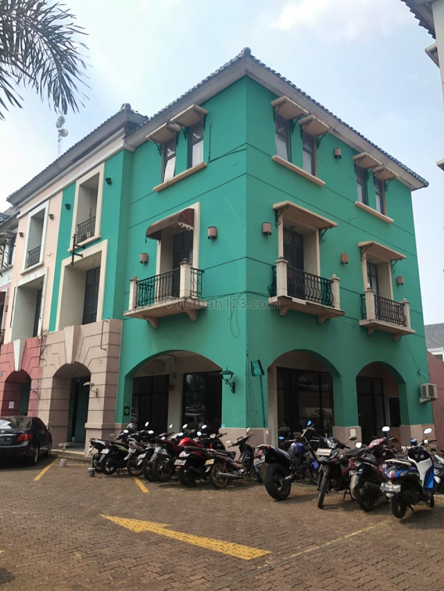 Lantai 2 dan Lantai 3, Area Perkantoran, Pondok Indah, Jakarta Selatan