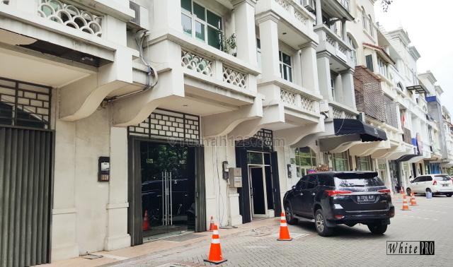 Ruko PERMATA SENAYAN 4 Lantai (BAGUS dan RAPI), Senayan, Jakarta Selatan