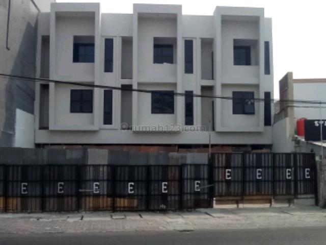 Ruko baru, 3 lantai, lokasi strategis, cocok untuk kantor dan usaha komersil lainnya, Tebet, Jakarta Selatan