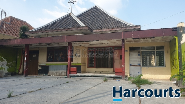 Rumah cocok untuk ruang usaha di pinggir jalan raya solo, Banjarsari, Solo
