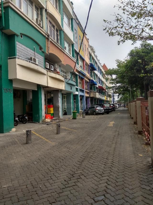 Ruko perlantai, Lok strategis, Kebayoran Baru, Jakarta Selatan