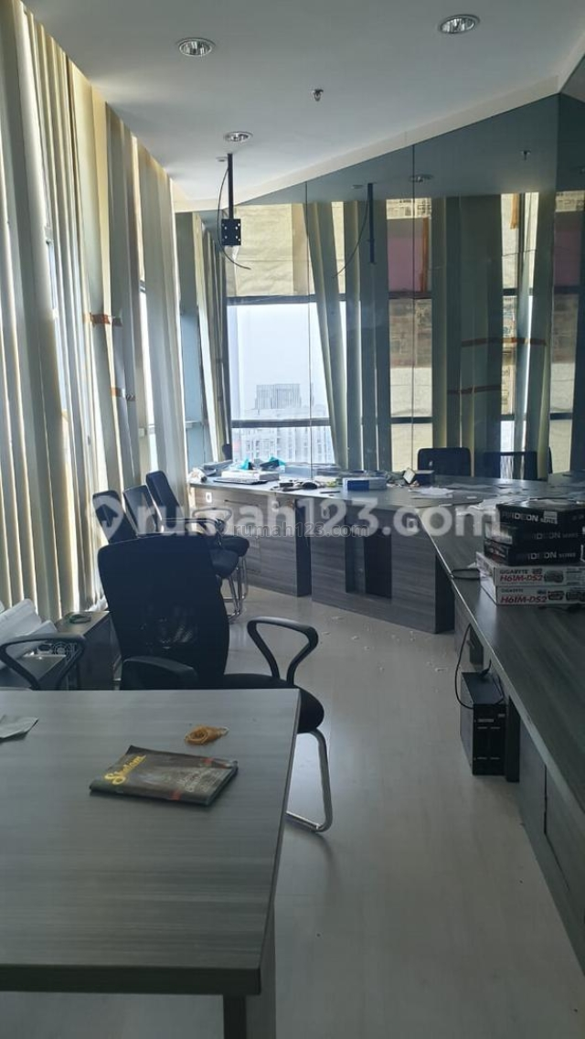 OFFICE SPACE AT APL TOWER FULL RENOVASI HIGH ZONE 230rb Central Park Jakarta Barat, Central Park, Jakarta Barat