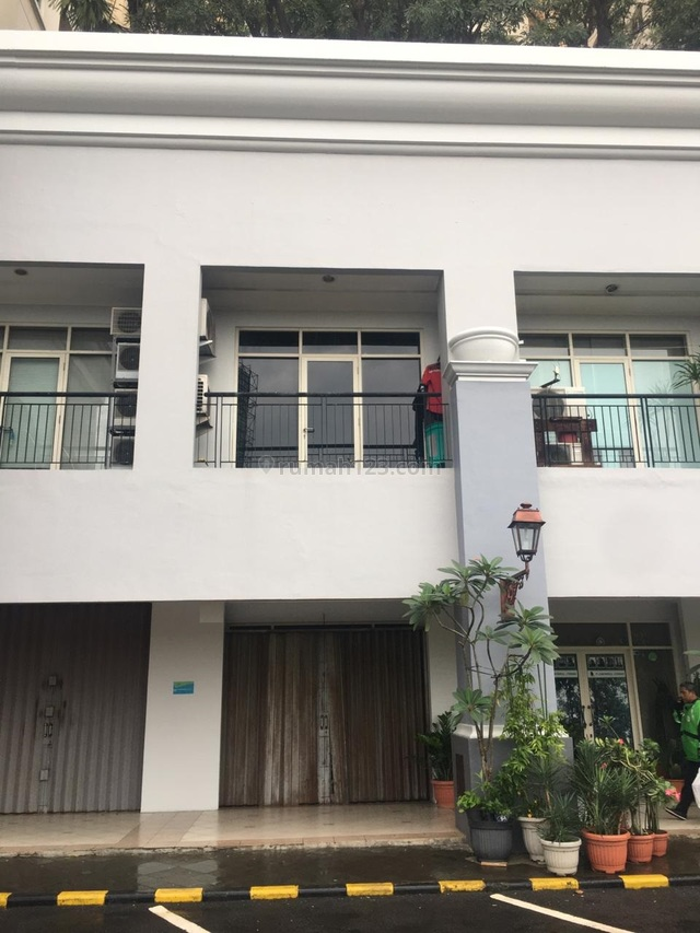Ruko siap pakai di lokasi strategis - 0015-ERWCG6, Kelapa Gading, Jakarta Utara