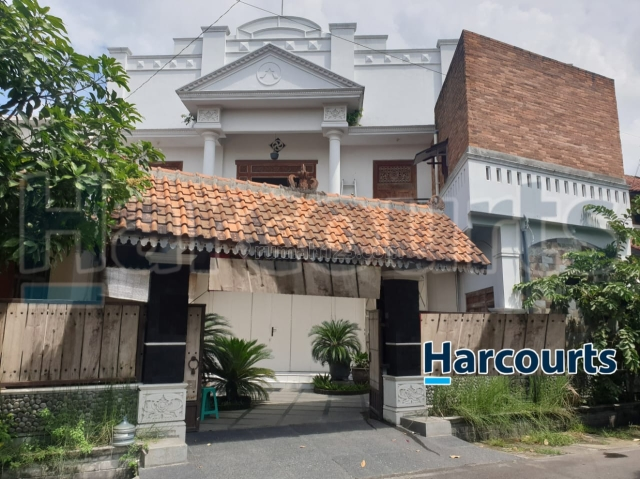 Rumah usaha asri dan nyaman, Manahan, Solo