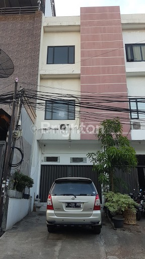 Ruko lebar jalan 4 mobil di jelambar jakarta barat, Jelambar, Jakarta Barat