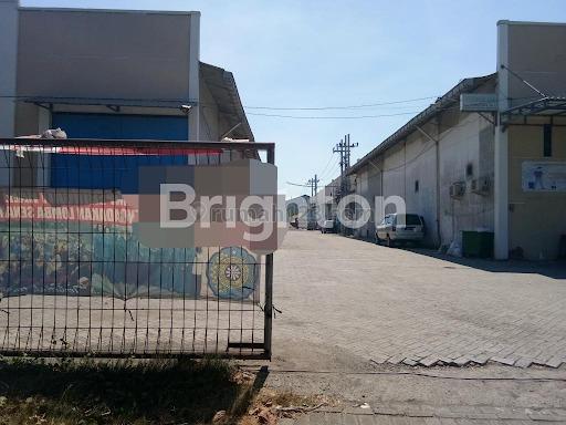 Gudang siap huni,  terawat,  terletak di kawasan pergudangan & industri lingkar timur,  Sidoarjo, Buduran, Sidoarjo