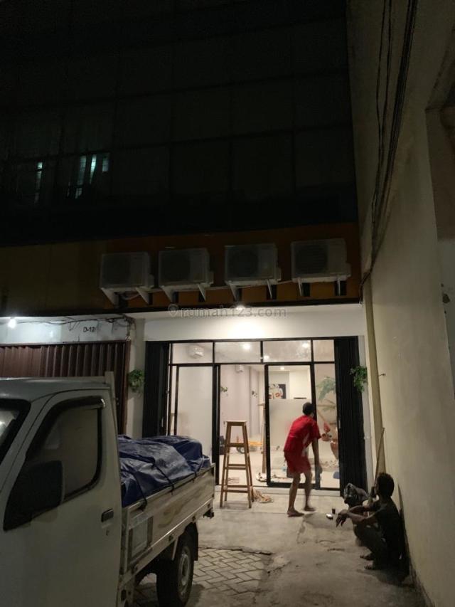 Komplek Ruko Harmoni Mas Kondisi Siap Pakai dan Sangat Rapih, 3 1/2 lantai Murah Harga 3,9M, Bandengan, Jakarta Utara