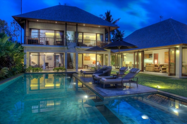 Villa  Batu Belig only 80 meter walking distance to the batu belig beach Price :  Usd 1.750.000, Batu Belig, Badung