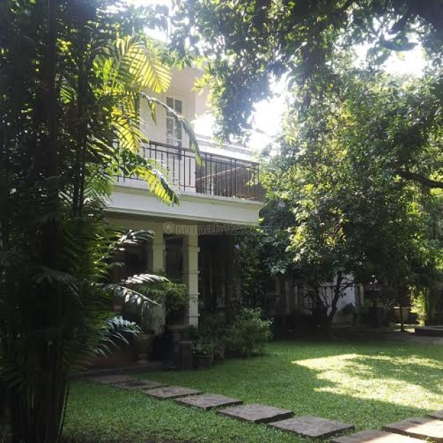 Rumah dengan Taman Luas, Adem dan Lingkungan Tenang, Akses Mampang Raya, Warung Buncit, Jakarta Selatan