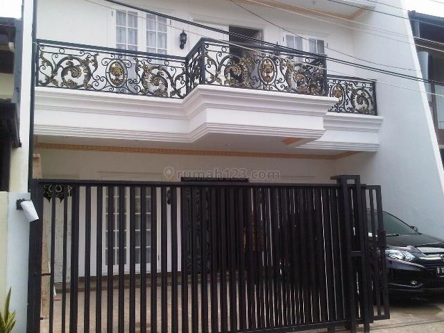 Rumah minimalis dan brand new di daerah elite, Pondok Indah, Jakarta Selatan