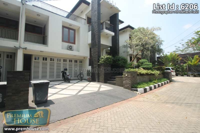 For Rent: Town House Executive Paradise 5 BR At Cipete South Jakarta 1756471 | Rumah123.com