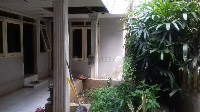 Rumah Tua di Sekitar Hotel dan Perkantoran, Kapten Tendean, Jakarta Selatan