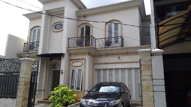 Rumah Mewah Baru dalam Townhouse, Jalan Salihara, Kalibata, Jakarta Selatan