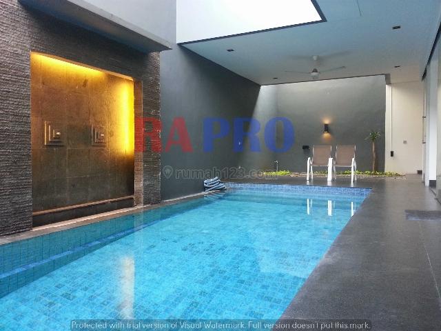 disewa kolam renang di rumah 3 lantai menarik menarik