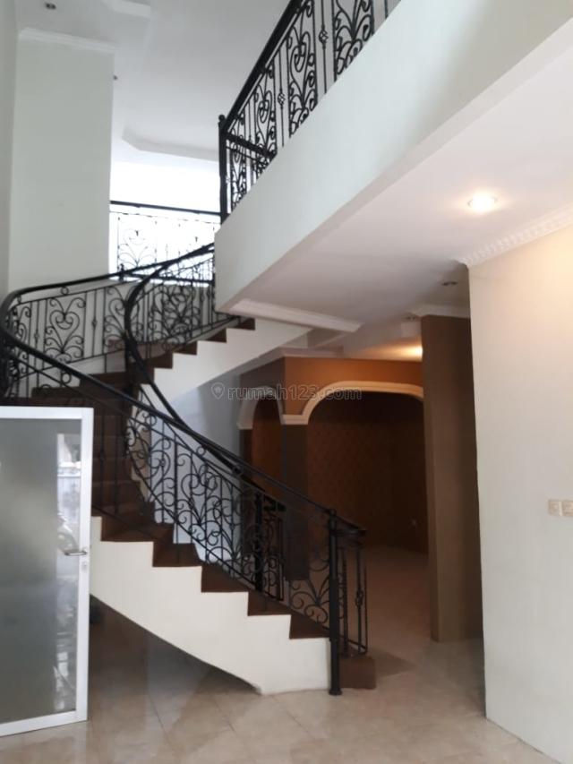 Rumah bagus bisa untuk kantor, Tebet, Jakarta Selatan