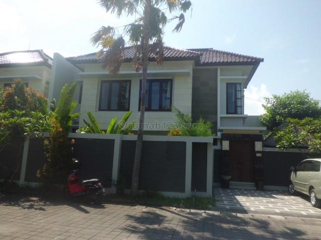 Rumah Cantik dekat Carrefour, Kuta, Badung