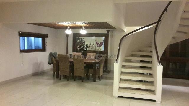 Rumah cantik, minimalist di Terusan Hang Lekir, Kebayoran Baru, Jakarta Selatan
