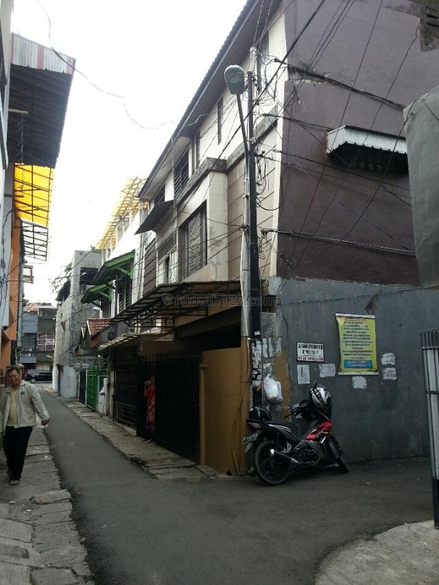 rumah siap huni uk6x12 3.1/4lantai SHM, Tanjung Duren, Jakarta Barat