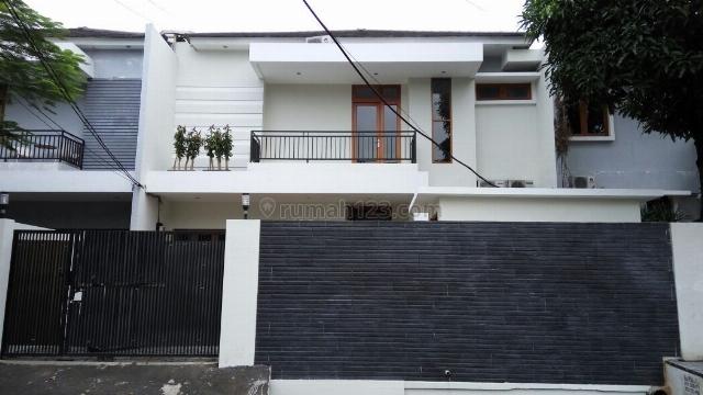 Rumah Baru, bersih dan terawat, di Kemang Dalam, Kemang, Jakarta Selatan, Lokasi 50 meter dari hero kemang, Kemang, Jakarta Selatan