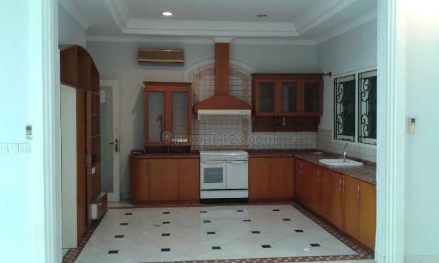 Rumah Siap Huni dengan Daerah yang sangat Strategis, Senopati, Jakarta Selatan