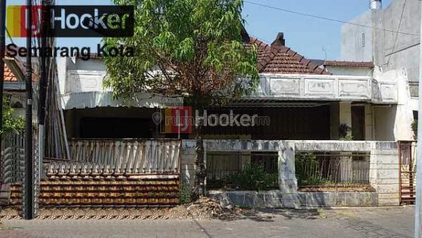 Rumah perlu renovasi di jalan Anggrek, pekunden, Semarang