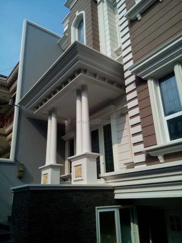 "Comfortable and beautiful house In area Senayan for expatriat and others ""The price can be negotiable"", Senayan, Jakarta Selatan"