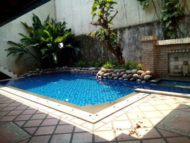 "Comfortable and beautiful house In area Menteng for expatriat and others ""The price can be negotiable"", Permata Hijau, Jakarta Selatan"