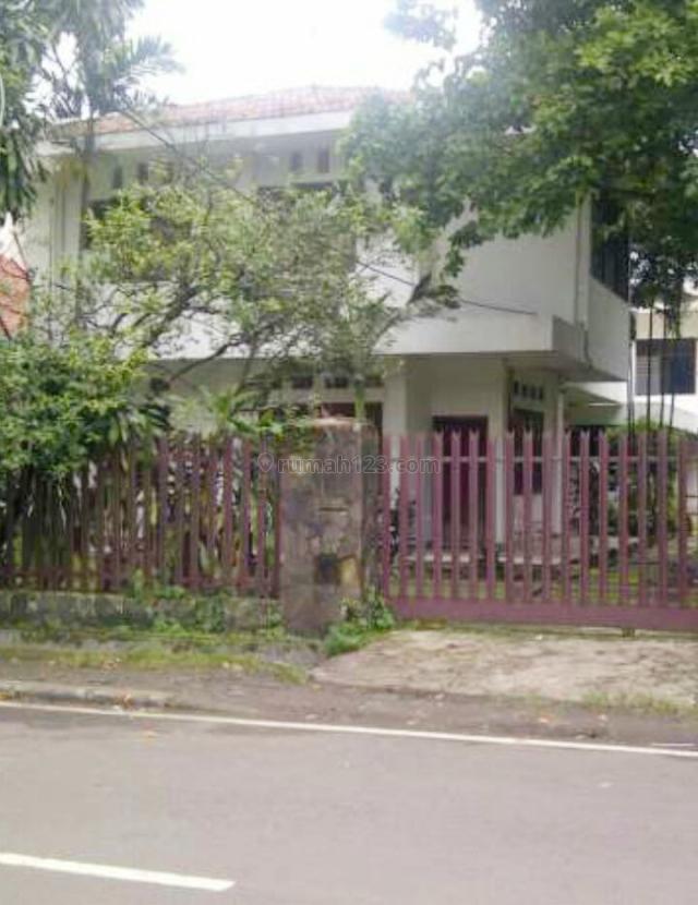 Rumah di menteng cik ditiro luas 730 m2 posisi hook , 2 lantai lokasi strategis, Menteng Dalam, Jakarta Selatan