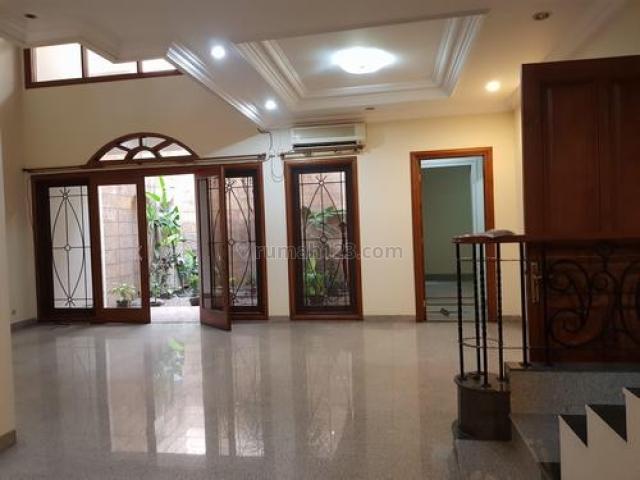 Rumah di Hang Lekir, Kebayoran Baru, Dekat ke Senayan City, Kampus Binus & Moestopo, dan Jalan Sudirman., Kebayoran Baru, Jakarta Selatan