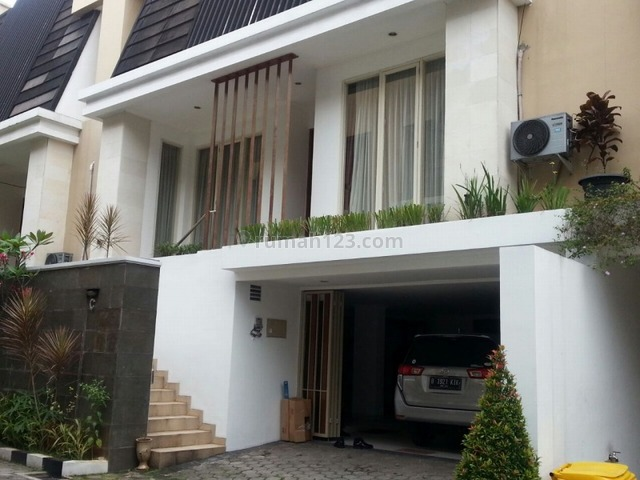 """Comfortable and beautiful town house In area kemang for expatriat and others """"The price can be negotiable"""", Kemang, Jakarta Selatan"""