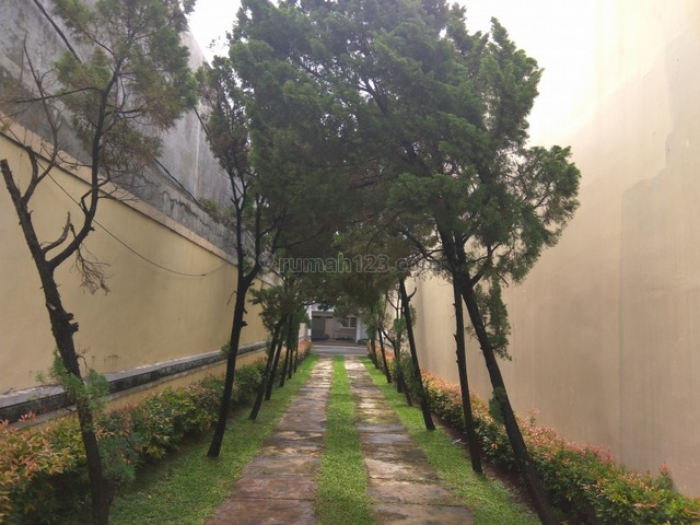 """Classic town house in Kemang area """"The price can be negotiable"""", Kemang, Jakarta Selatan"""