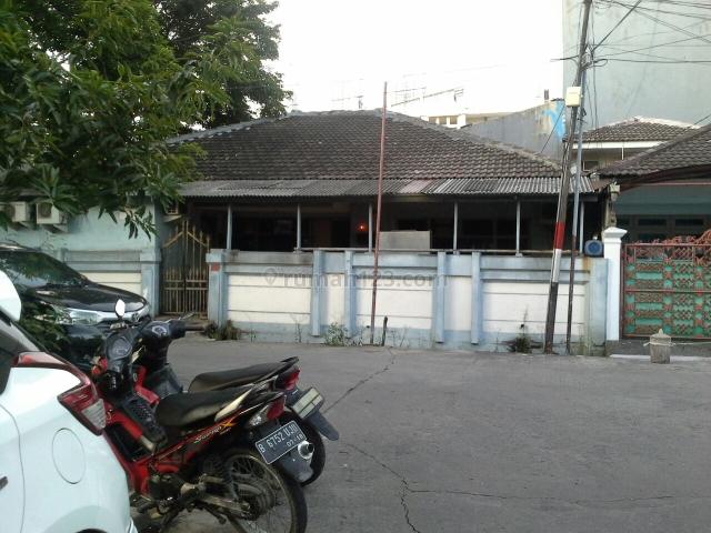 Rumah huk di Muara Karang, Muara Karang, Jakarta Utara