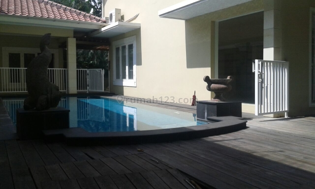 Rumah di Lokasi Elit, Kebayoran Baru, Jakarta Selatan