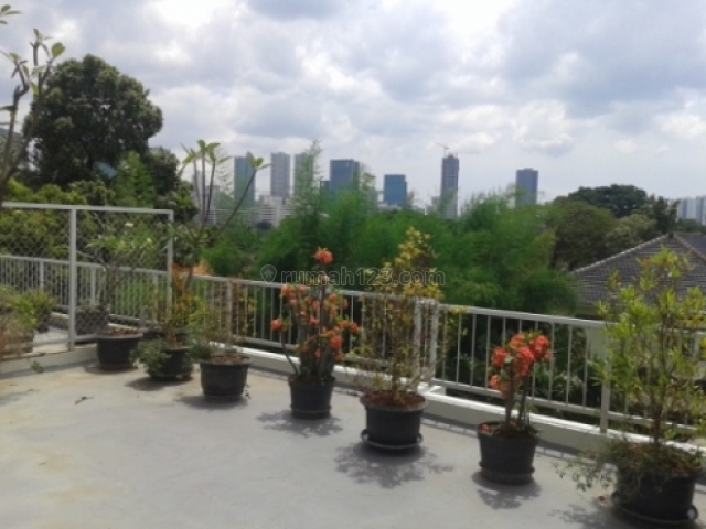 Bright nice house with roof deck in Patra Kuningan area. Very rare, Kuningan, Jakarta Selatan