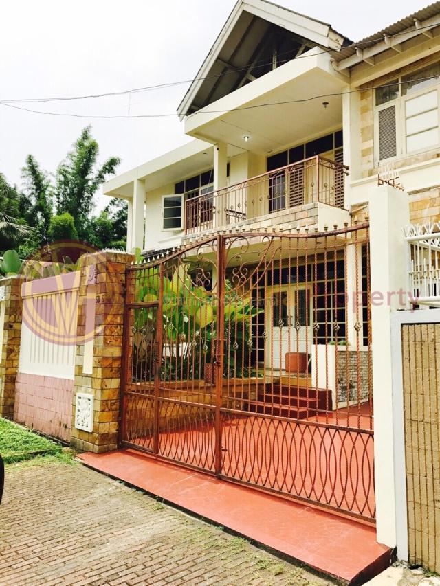 PONDOK INDAH-RUMAH 2 LANTAI, LOKASI TENANG, DEKAT TAMAN, Pondok Indah, Jakarta Selatan