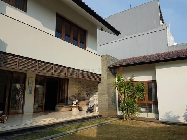 Rumah Mewah Dengan Taman Yang Luas di Ampera, Jakarta Selatan, Ampera, Jakarta Selatan