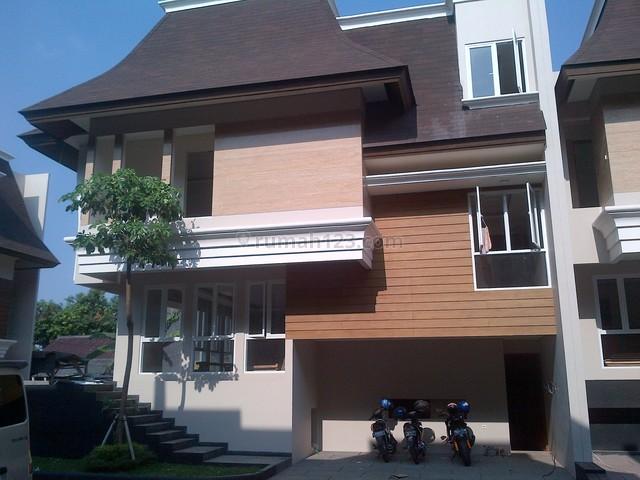 @pasar minggu,Exclusive town House,siap Huni,fasilitas kolam renang, Pasar Minggu, Jakarta Selatan