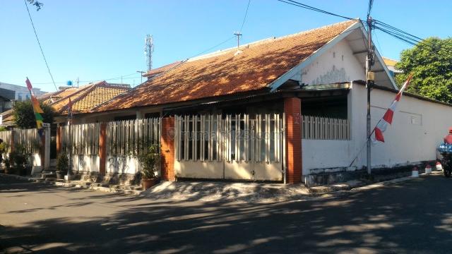 Rumah Tua Hitung Tanah Di Komplek Keuangan Supomo, Tebet, Jakarta Selatan