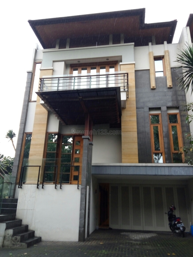 FULL FURNISHED !!! TOWN HOUSE VERY EXCLUSIVE @ BALE PAKUAN, CIUMBULEUIT BANDUNG, Ciumbuleuit, Bandung