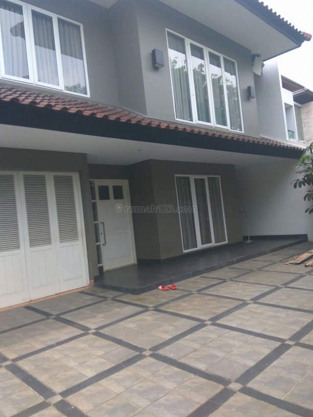 """Comfortable and beautiful house In area Senopati for expatriat and others """"The price can be negotiable"""", Senopati, Jakarta Selatan"""