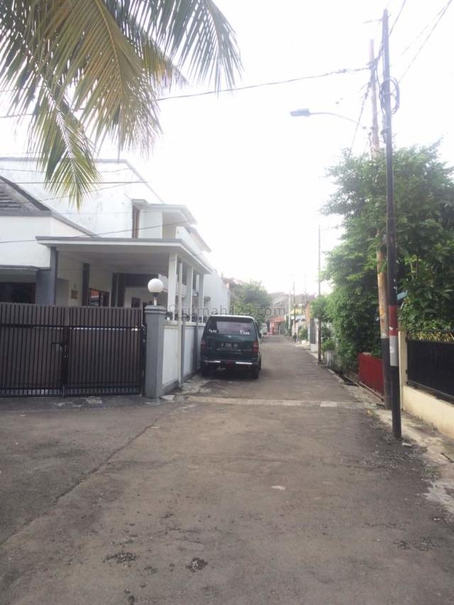 Rumah Cantik 2 Lantait, LT 180 M, Akses 2 Mobil, di Tebet Timur, Tebet, Jakarta Selatan