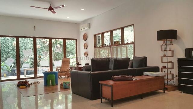 Ingin Rumah Asri, dan Taman sekeliling rumah Bernuansa Semi Tropical di Tengah kota Jakarta Selatan?, Ciganjur, Jakarta Selatan