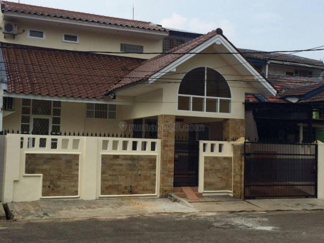 RUMAH 2 LANTAI DENGAN SEMI FURNISHED VILLA MELATI MAS, BSD (luc 352), BSD, Tangerang