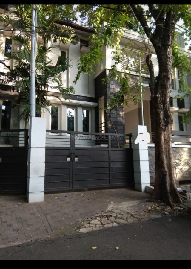 rumah cantik 2 lantai dlm komplek elite  patra kuningan komplek mentri  aman nyaman asri surat shm bisa kpr,  3 lantai,  lantai marmer, Kuningan, Jakarta Selatan