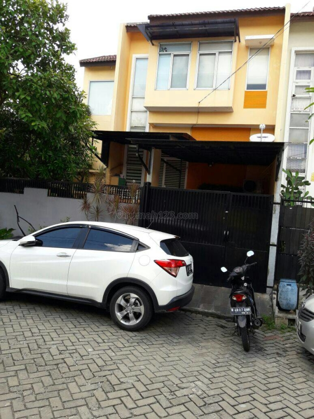 BU... CEPAT!! Rumah 2,5 Lantai Hoek Daan Mogot  Arcadia Sudah Renov Semi Furnish  Harga 1.5M Nego, Batu Ceper, Tangerang