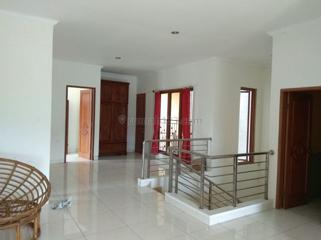 Rumah dengan dengan Halaman yang Luas di Jagakarsa, Jagakarsa, Jakarta Selatan